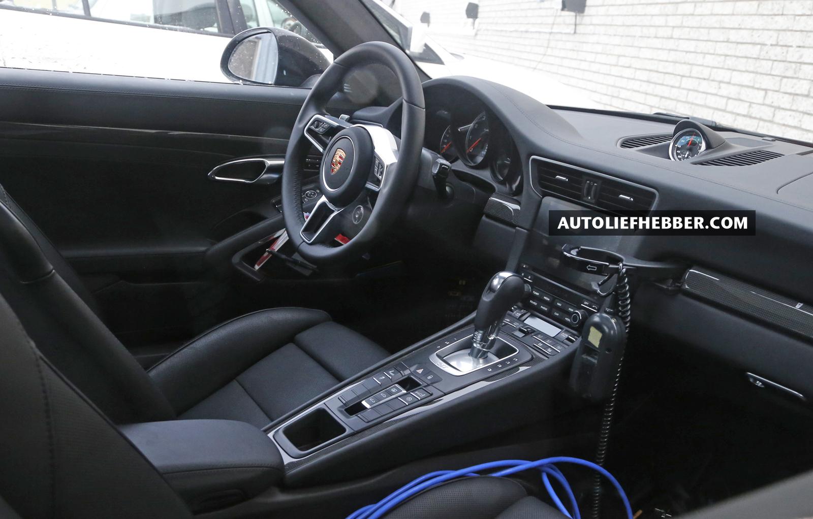 Duidelijke spyshots interieur porsche 911 turbo facelift for Interieur 911
