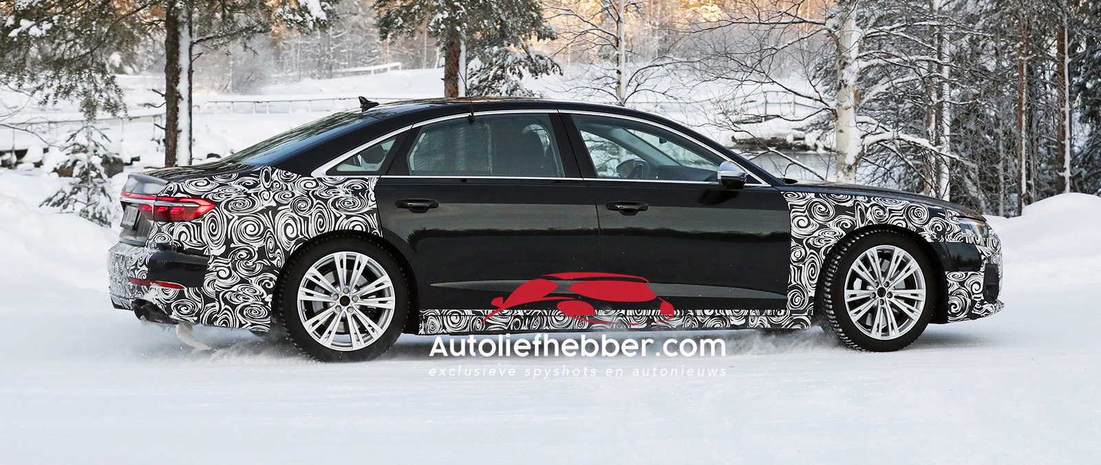 Audi S8 facelift in barre kou